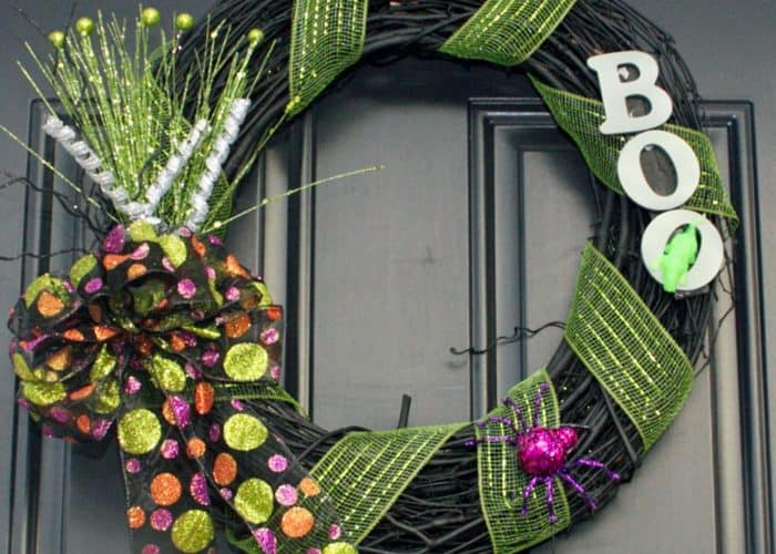 Easy to Make Glow-In-The-Dark Halloween Wreath