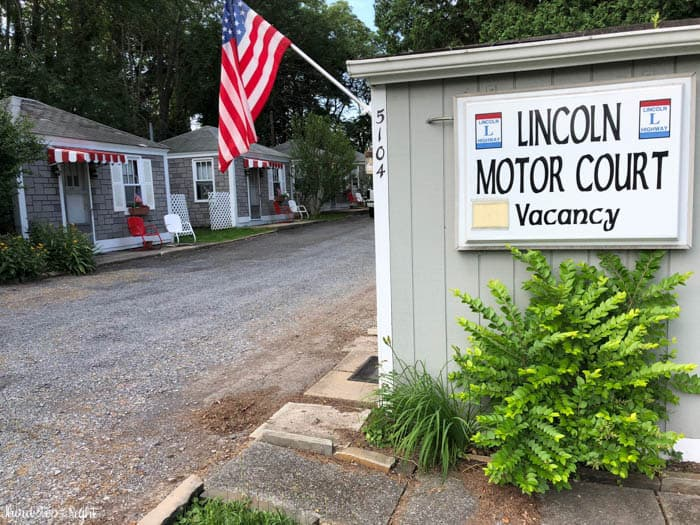 Lincoln Motor Court Office and Cabins